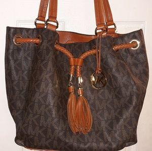 Michael Kors Drawstring Bucket Handbag
